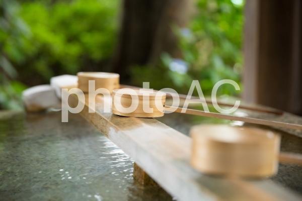 神社の手水舎の写真