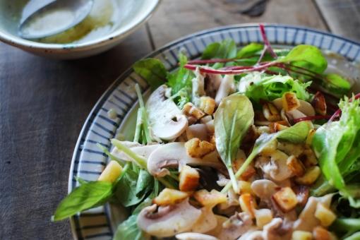 グリーンサラダ サラダ さらだ 野菜 ドレッシング やさい ベビーリーフ ルッコラ リーフレタス レタス lettuce salad homemade 料理 調理 マッシュルーム シーザーサラダ クルトン mushroom dressing whitemushroom
