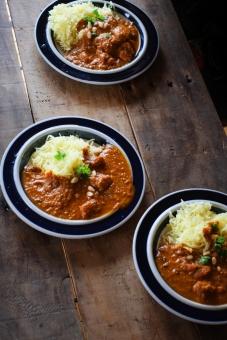 インドカレー作り インドカレー スパイス ルゥ スパイシー とり肉 カレー とり肉のカレー カリー curry indiancurry おたま フライパン 調理 料理 カレー作り クッキング かれー カレーライス インディカ米 インド米 米 ライスカレー かれーらいす インでc行かまい