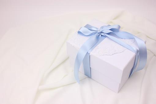 プレゼント ギフト リボン りぼん 箱 誕生日 イベント 手作り 記念日 記念 バレンタインデー バレンタイン ラッピング ギフトボックス 包装 包装紙 レース 水色 青 ブルー ブライダル ウェディング 白 布 サテン ホワイトデー