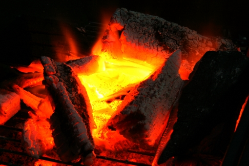 夏 火 炎 熱 炭 炭火 木炭 黄色 赤 バーベキュー アウトドア 火炎 黒背景 燃える 燃やす 背景素材 ファイアー ファイヤ ファイヤー 焚き火 たき火 炎 BBQ レジャー コンロ 火炎