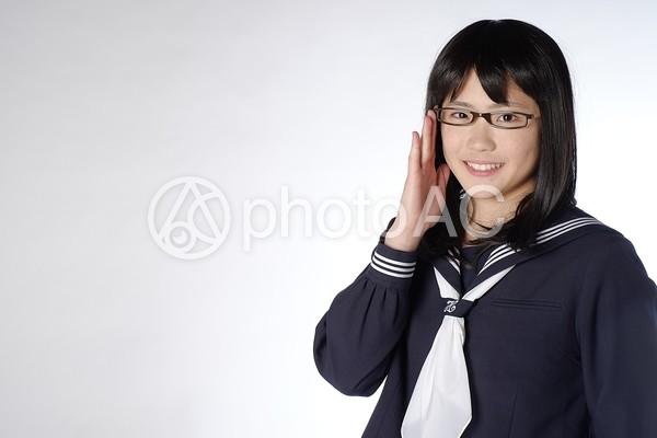 めがねをかけた女子高生4の写真