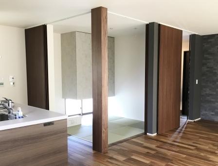 モダンな和室も空間を引き締めるの参考画像