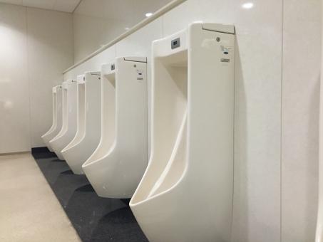 オフィス 会社 トイレ トイレット 公共 公共施設 リフォーム ビジネス 清潔 清掃 手洗い 男性 男性用