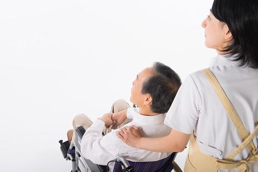 老人 高齢者 お年寄り シニア 男性 男 おとこ  2人 二人  介護士 看護師 エプロン  介護 不自由 椅子 ヘルパー 白バック 白背景 白シャツ  白衣  車いす 車椅子    女性 おんな 女 座る   手  添える 肩 後ろ姿 mdjf017 mdjms004