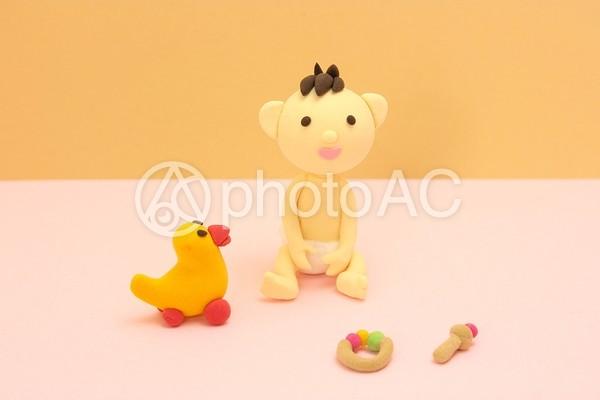 赤ちゃんとおもちゃ1の写真