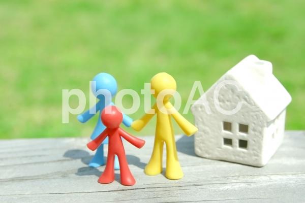 カラフルな人形家族の写真