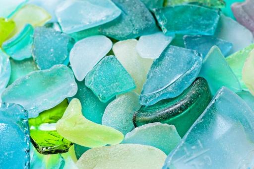 ビーチグラス シーグラス ガラス片 海岸 浜辺 海辺 砂浜 湖 湖畔 漂流 漂着 曇りガラス 瓶 容器 緑 透明 青 ブルー マリンブルー グリーン 白 マスカット ターコイズ 装飾 ハンドクラフト アクセサリー 夏 夏休み 休日 休暇