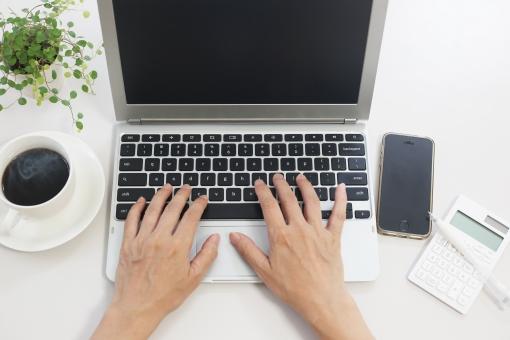 ビジネスイメージ ノートパソコンの写真