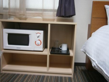 ビジネスホテル 寝室 ベッドルーム 電子レンジ 棚