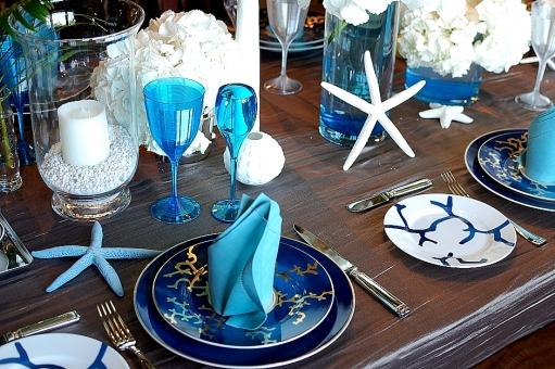 ひとで 青 ブルー カップ 皿 ナプキン テーブルコーディネート,テーブルウエア,グラス,食器,シャンパングラス,アルコール,テーブル,食卓,ダイニング,レストラン,テーブルマナー,もてなし,おもてなし,テーブルセッティング,皿,ナプキン,空間,インテリア,記念日,パーティー,卓上,ガラス,カトラリー,装飾,豪華
