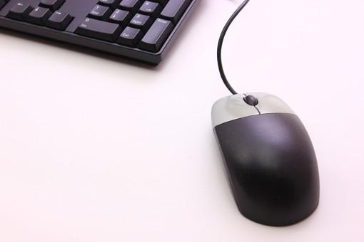 キーボード パソコン ビジネス 通信 産業 インターネット メール IT 周辺機器 屋内 オフィス アイテム 入力装置 家電 事務用品 デスクトップ デスクワーク PC ボタン OA機器 スティルライフ 機械 シンプル ビジネスアイテム 静物 黒 クローズアップ ブラック マウス クリック 白背景 白バック テキストスペース コピースペース