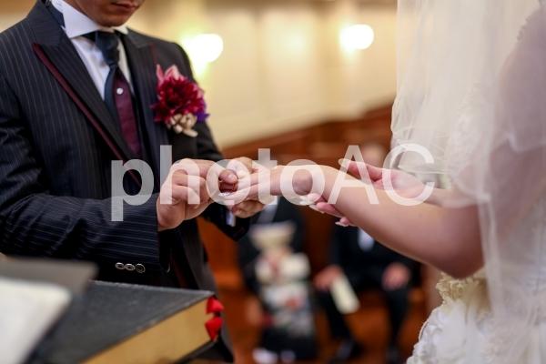 チャペル指輪交換の写真
