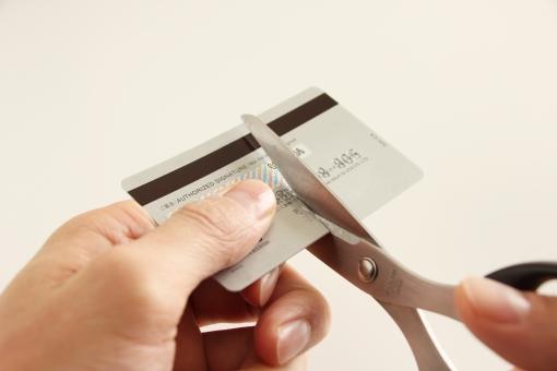 クレジットカード処分 処分 破棄 不正防止 トラブル回避 期限切れ 有効期限 解約 紛失 詐欺 お金 マネー 捨てる 後処理 磁気 破壊 返済 完済 キャッシング 利用 使わない 使用済み クレジットカード card 背景 素材 背景素材 イメージ ビジネス 裁断