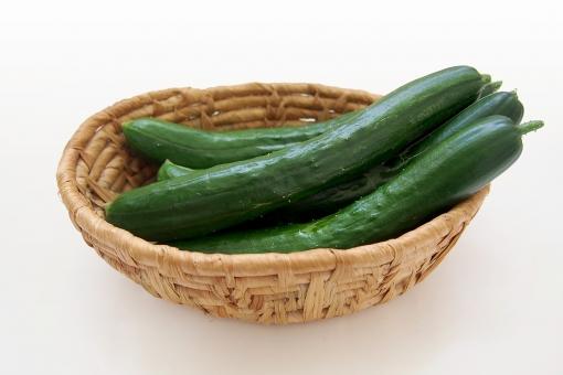 キュウリ 胡瓜 きゅうり 野菜 食物 フード 食品 食料 果物 緑 緑色 ベジタブル 黄瓜 サラダ 低カロリー 健康 ウリ科 植物 食材 果菜 青果 かご カゴ 籠 バスケット cucumber