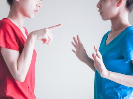 女性の喧嘩の写真
