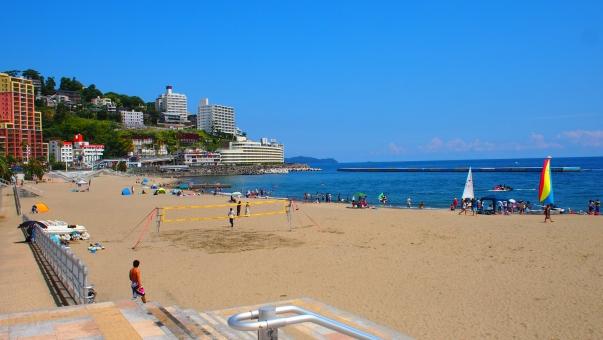 熱海 海岸 ビーチ 夏 南国 海 快晴 水平線 リゾート 日本の夏 海水浴 海水浴場 バカンス 日本の夏 青空 砂浜