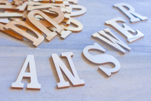 答え 回答 こたえ アンサー クエスチョン 質問 アルファベット 英文字 文字 英語 単語 木製 木 英単語