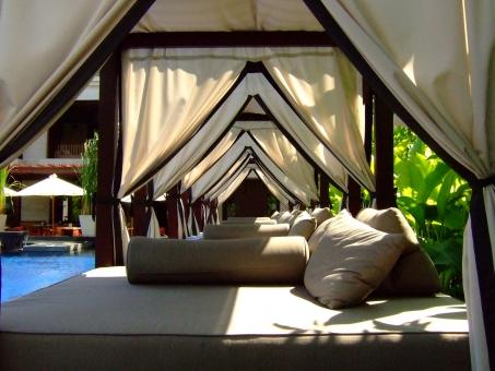 リゾート リゾートホテル プールサイド カバナ 南国 バリ島 東南アジア 海外旅行 海外 アジア プール くつろぎ のんびり リラックス インドネシア ホテル 宿泊 連休 トラベル