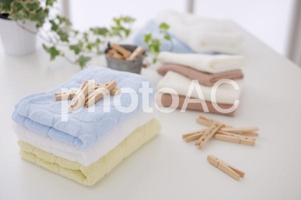 タオルと洗濯ばさみの写真