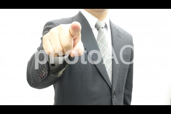 指をさして詰め寄る上司の写真