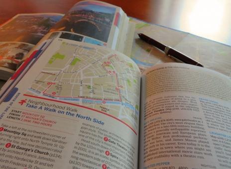 旅 旅立ち 一人旅 ひとり旅 旅行 プラン プラニング ガイドブック 参考 調べる 予定 計画 立案 見通し 地図 海外 外国