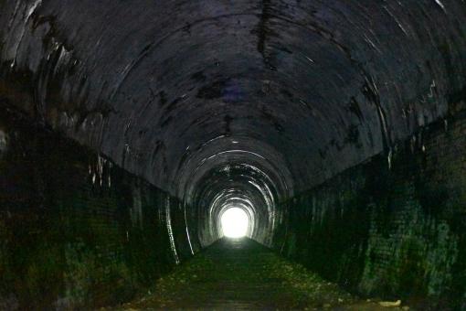 トンネル 出口の写真