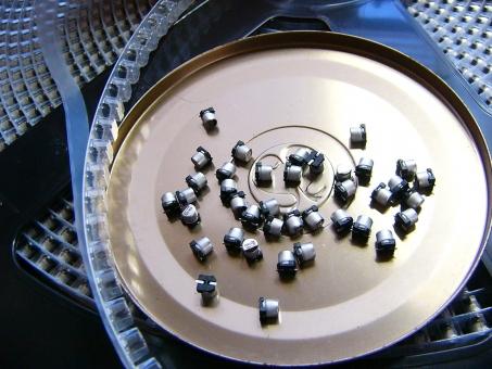 電解コンデンサ 電解コンデンサー コンデンサー コンデンサ キャパシタ 劣化 電子部品 部品 チップ部品 チップ マウント