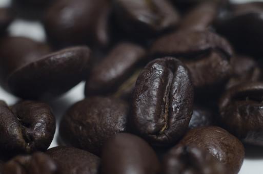 静物 背景 余白 影 スナップ 模写 置く 物 物体 デッサン 練習 習作 自然 植物 コーヒー 豆 苦い おいしい 飲み物 本格的 南国 一服 コーヒー豆 抽出 ドリップ 飲む 飲料 ブレンド カフェ
