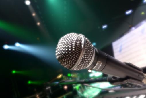 舞台 コンサート ライブ イベント 劇場 音響機器 マイク マイクロフォン 照明 ライト カラフル ステージ