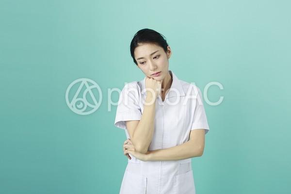 白衣の女性100の写真