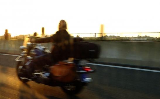 高速移動 hurry up speed スピード スピードぶれ スピード感 バイク 急ぐ 早急に 疾走 迅速 運送 間に合う 高速運輸 高速道路 速い ツーリング bike