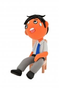 ぐったり ヘトヘト へばる ばてる バテバテ ビジネスマン 男性 椅子 座る 腰かける もたれる ネクタイ 限界 休憩 一休み 休む 休み 気力 体力 粘土 クレイ クレイドール かわいい ひと息 夏バテ 暑い 猛暑 夏 熱 汗 熱中症