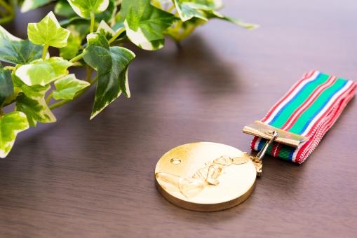 金メダル オリンピック スポーツ 優勝 ランキング テニス 一位 名誉 勝利 ウィン 選手 植物 大会 トーナメント ゴールド プレイヤー 夢 達成 ドリーム メダリスト 国際大会