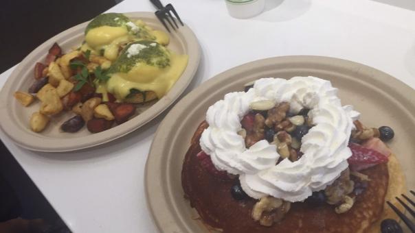 パンケーキ ホイップクリーム 生クリーム スイーツ デザート 甘いもの pancake cream dessert