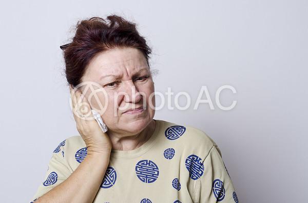 外国人母耳の写真