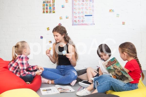 子どもと遊ぶベビーシッター22の写真