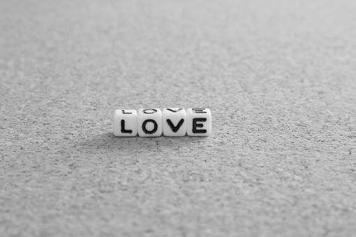 LOVE Love love 愛情 愛 気持ち 心 想い 思い 男女 男性 女性 結婚 恋愛 恋人 彼女 彼氏 カップル パートナー 連れ 相方 デート 片想い 両想い ラブレター ラブ あい 親子 破局 離婚