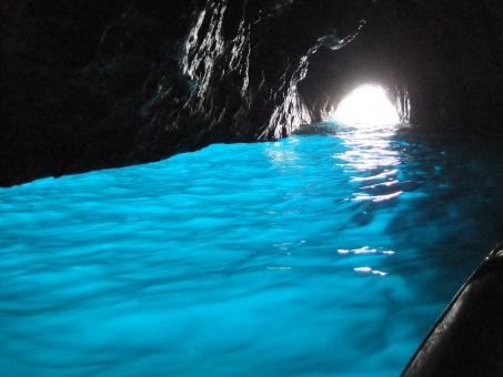 青の洞窟 青 洞窟 海 イタリア カプリ島 外国 ヨーロッパ 欧州 海外 海外旅行 水色 観光 観光地 絶景 水 船 景色 眺め 風景 人気 有名
