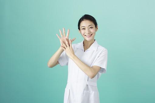人物 女性 日本人 20代 30代   仕事 職業 医療 病院 看護師  ナース 医者 医師 女医 薬剤師  白衣 看護 屋内 スタジオ撮影 背景  グリーンバック おすすめ ポーズ 上半身 手 指 数字 9 mdjf010