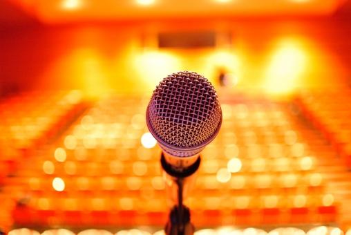 マイク ステージ 舞台 コンサート 音楽会 ライブ ボーカル 歌手 ミュージシャン