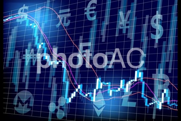 様々な仮想通貨とチャートの写真