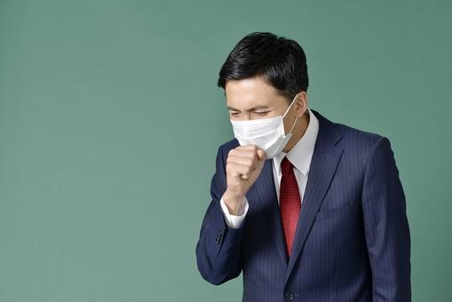 ビジネスマン スーツ グリーンバック 緑 黒板 男 男性 日本人 花粉症 サラリーマン 黒髪 上半身 ネクタイ 赤 レッド 咳 風邪 辛い 仕事 学校 マスク 使い捨て 30代 大人 メンズ 授業 mdjm001