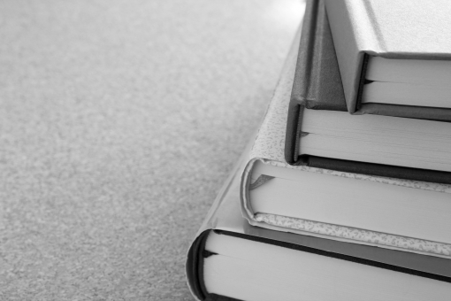 読書 本 書籍 冊子 book BOOK Book イメージ 素材 表紙 タイトル 台紙 下地 バック 背景 積読 ビジネス 可能性 努力 愛読書 書物 読み物 物語 ストーリー 勉強 学習 受験勉強 図書館 情報 知識