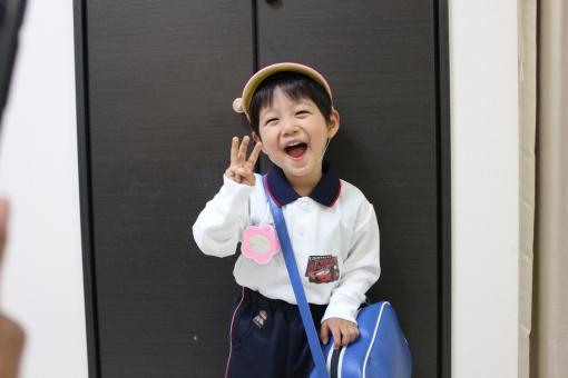 3才 3歳 3才 3歳 幼稚園 通園 園児 幼児 子供 楽しみ 喜び 登園 育児 子育て