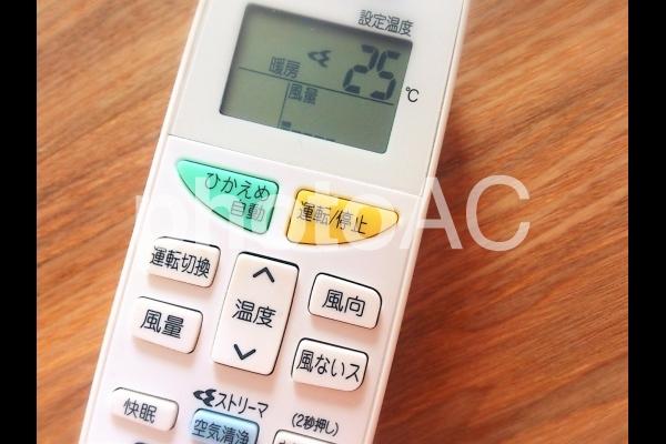 エアコンのリモコンの写真
