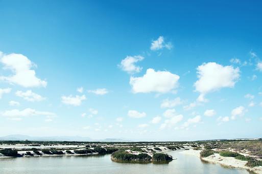 スペイン 外国 海外 ヨーロッパ 欧州 外国風景 海外風景 自然 海 地平線 空 雲 青空 晴天 晴れ 水 水面 景色 風景 砂浜 海岸 潮風 海辺 島 植物