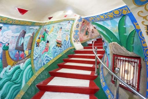 高雄 蓮池潭 春秋閣龍口内の陶壁の写真