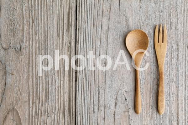 木製の食器の写真