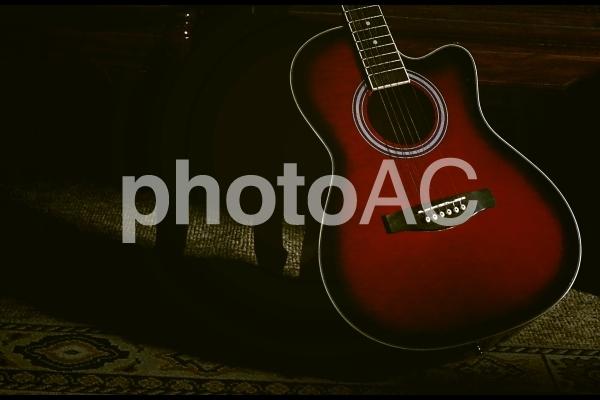 赤いギターの写真